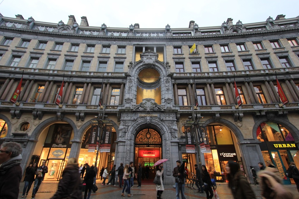 Beauityful shopping hall