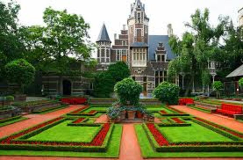 Garden in zoo Antwerp