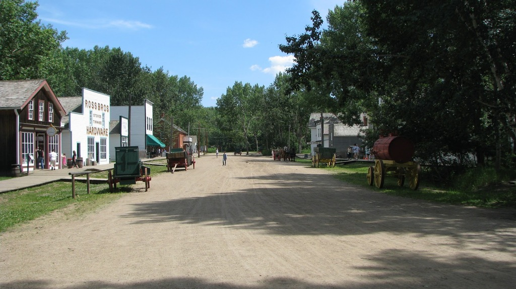 Fort Edmonton reconstructs streets from 1885, 1905, and 1920, with actors playing parts of the citizens.