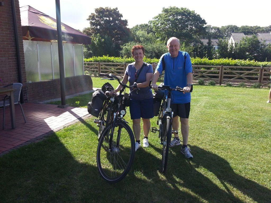Remo und Magdalena auf einer Fahrradtour in Belgien/Holland