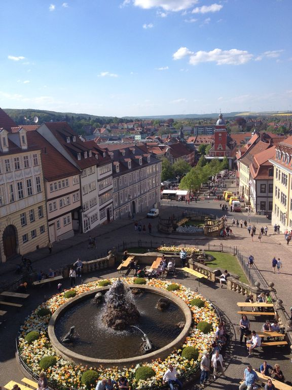 Blick auf die Wasserkunst und das Rathaus