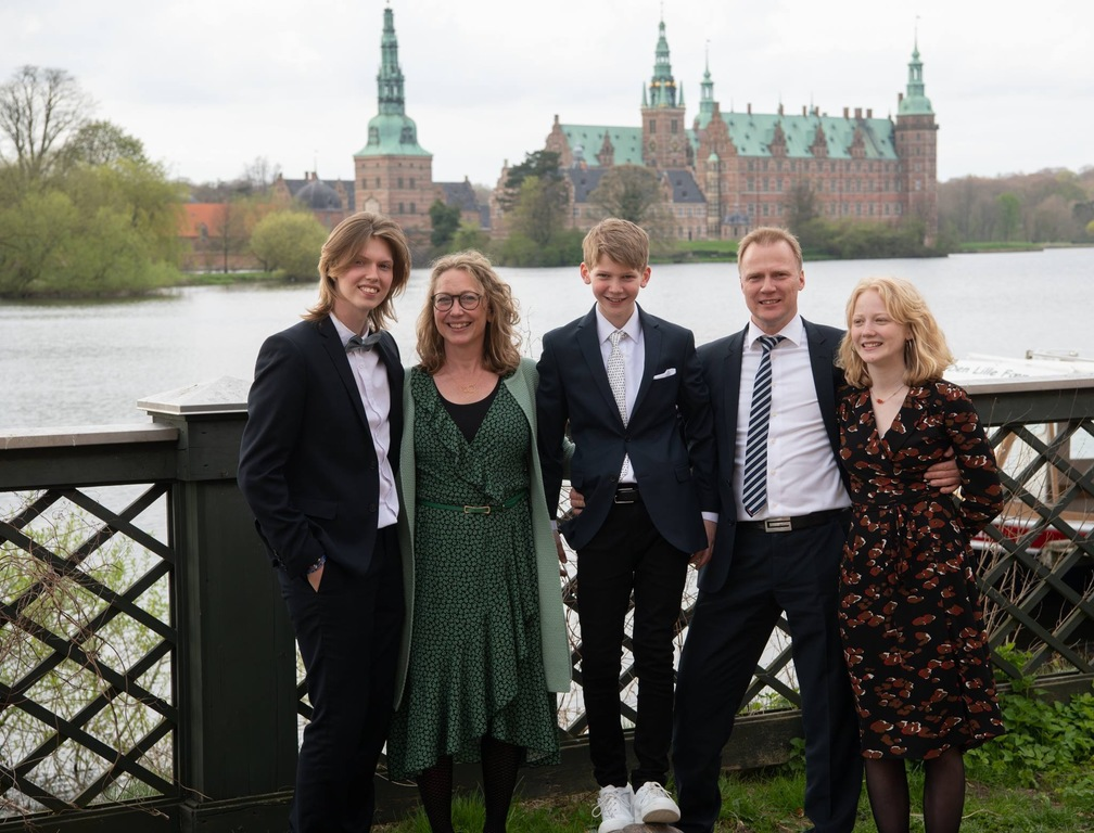The family in front of Frederiksborg Castle, confirmation of Bertram.