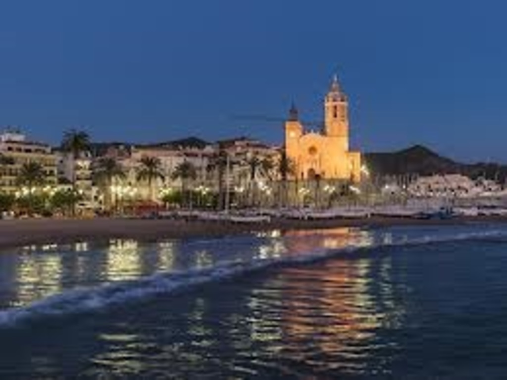 Sitges is a modernist and beach resort 1/2h from home by car/train