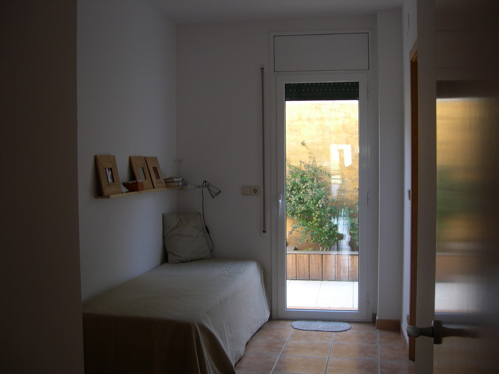 single bed room with a trunble bed Llançà