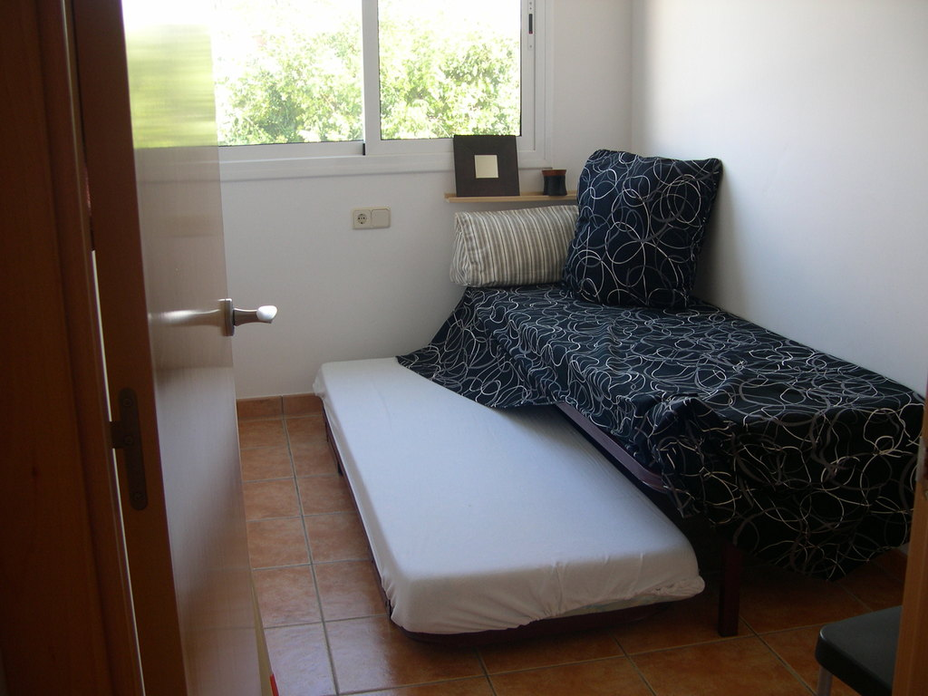 single room with a trundle bed Llançà