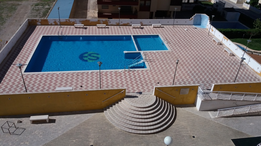 Swimming pool and sunbathing area