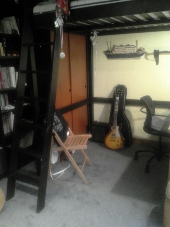 thomas 's bedroom