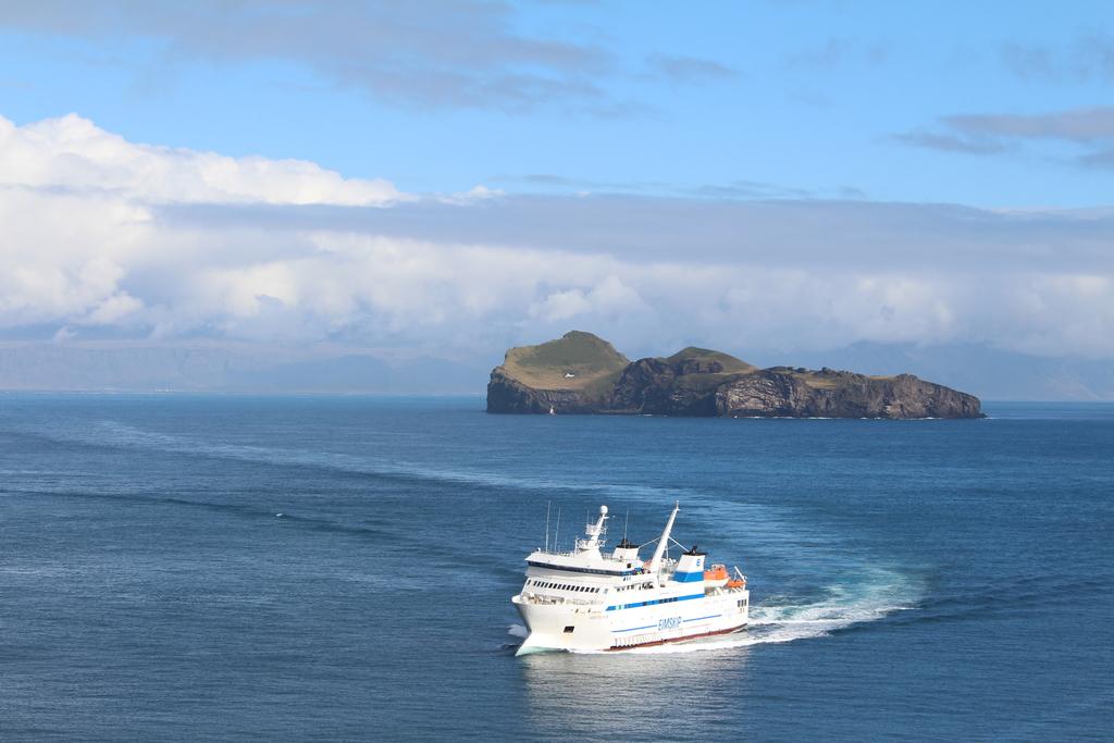 Sailing to Westman Island