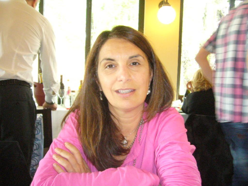 Emanuela, 54