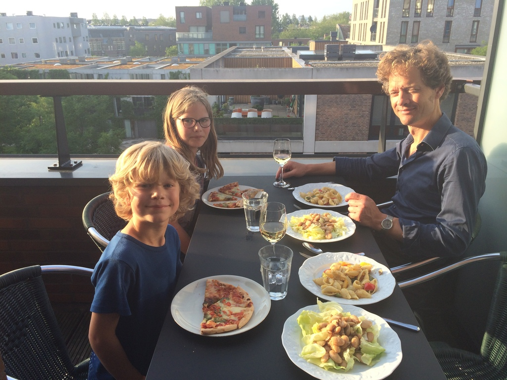 Hein and Kaat and Ries having dinner on our balcony