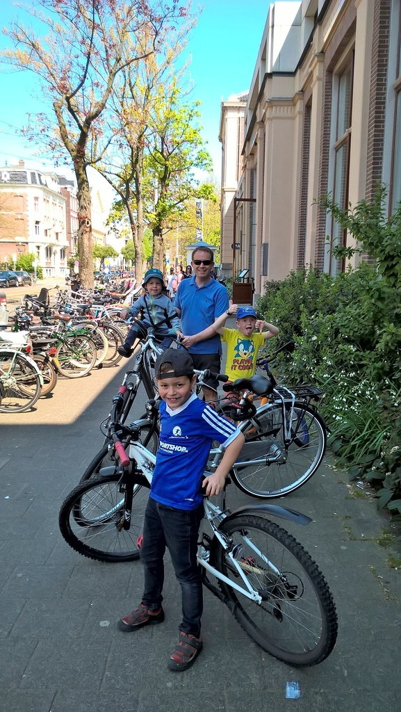 Thank you for a fun Easter week in Amsterdam, April 2019! We loved all the musea and biking near the water!