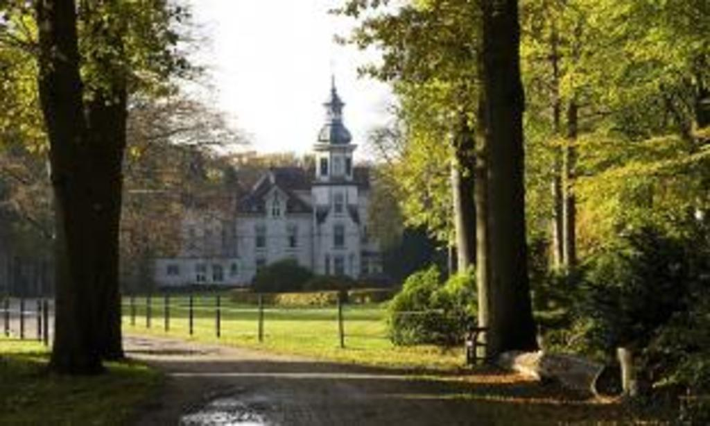 Mansion Old Groevenbeek, 10  min walk.