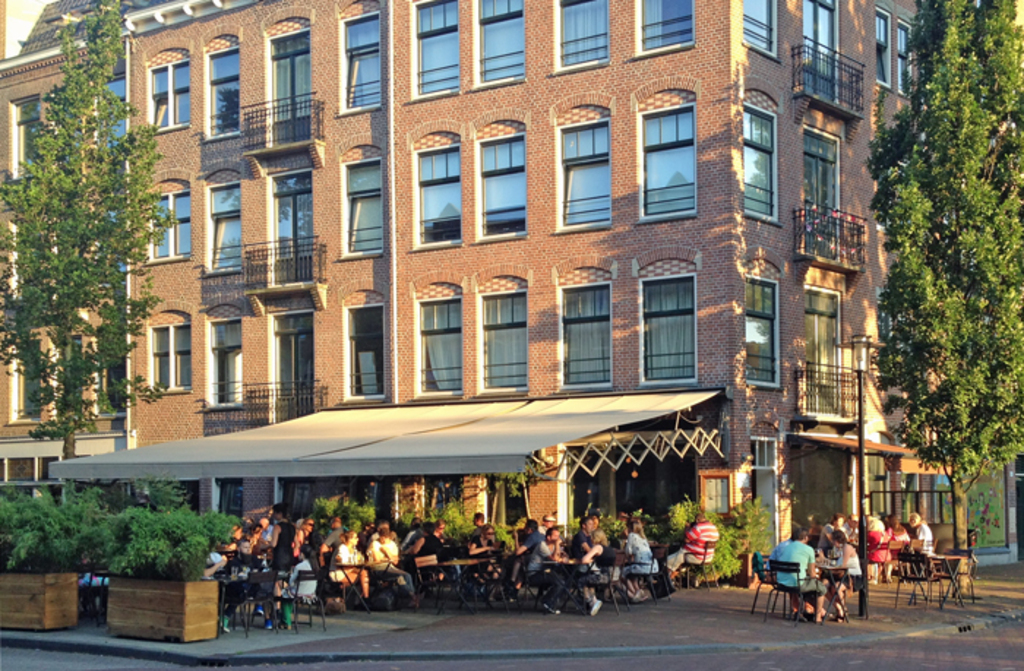Javaplein, just around the corner, is the centre of the neighbourhood and is home to several good restaurants