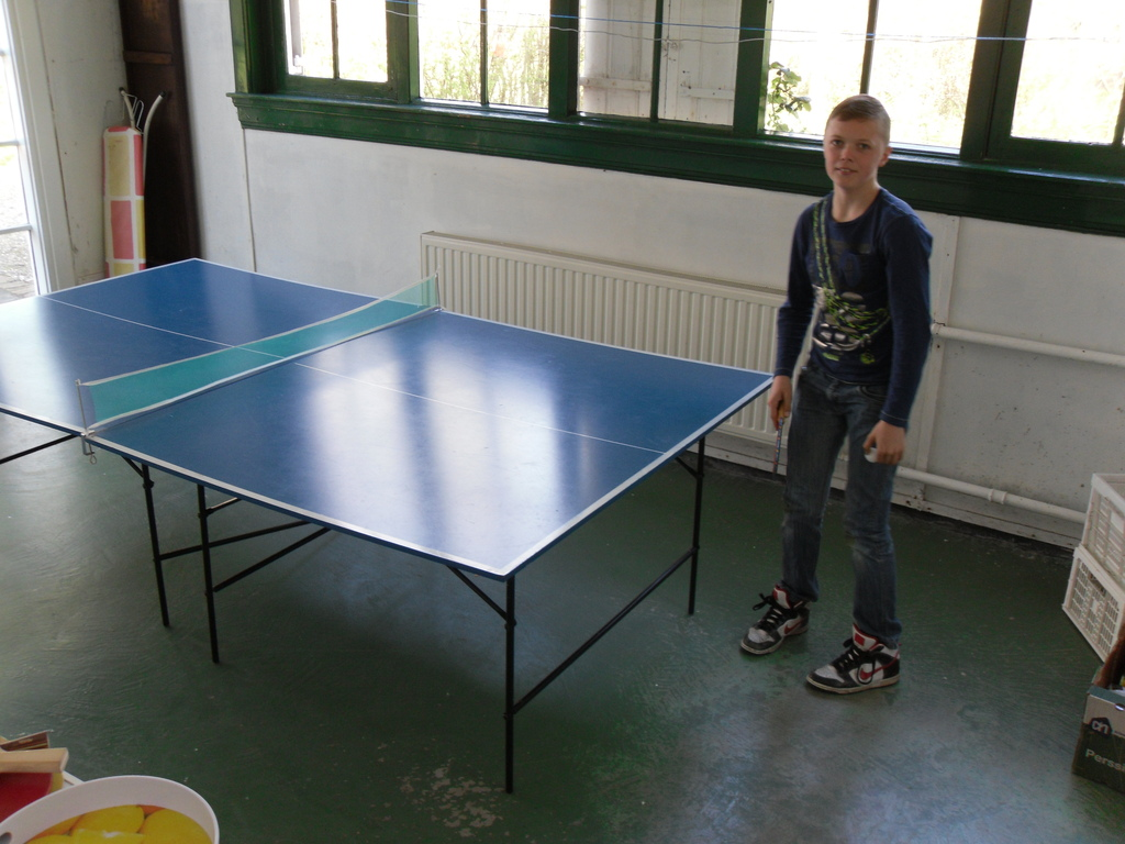 Ruben playing tabletennis.