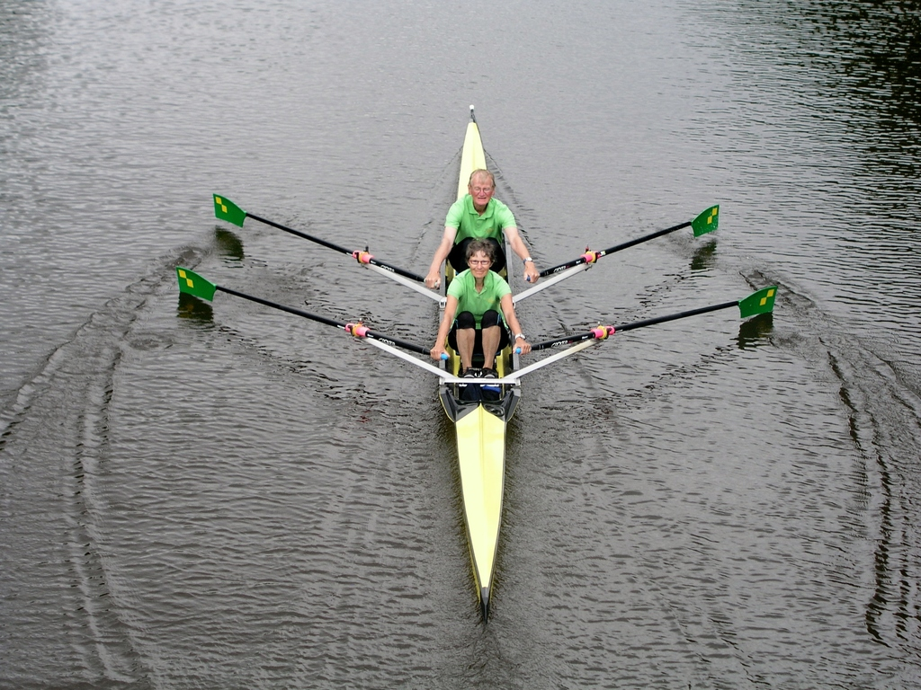 Piet en Elleke rowing