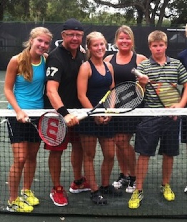 Evelina, Lars, Olivia, Malin & Axel playing tennis in Vero Beach, summer of 2013.
