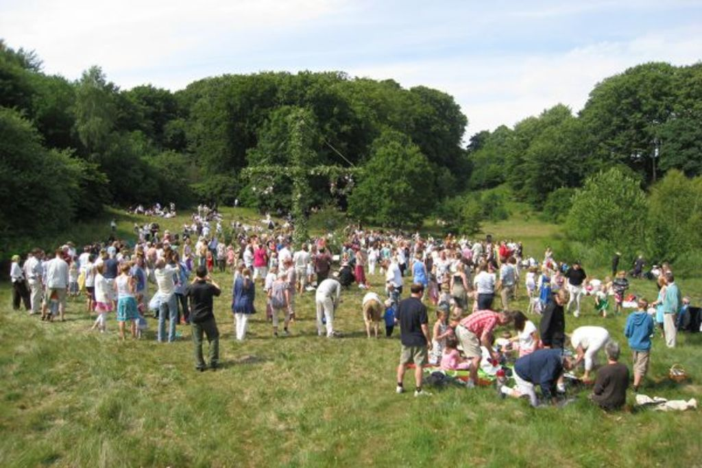 Midsummer festivities in Torna Hällestad